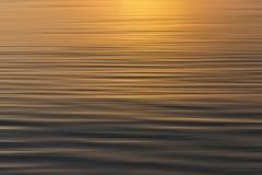 Kleurrijke zonsondergang met lang blootstellingseffect, horizontale motieblu royalty-vrije stock afbeelding