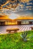 Kleurrijke zonsondergang met toneelwolken in Alghero Stock Foto
