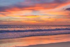 Kleurrijke zonsondergang op het andaman overzees, Phuket Stock Fotografie