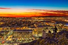 Kleurrijke zonsondergang over de stad van Phoenix stock fotografie