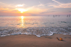 Kleurrijke zonsondergang over het overzees Royalty-vrije Stock Foto