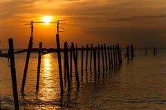 Kleurrijke zonsondergang over het overzees Stock Foto