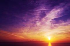Kleurrijke zonsondergang over het overzees in Alghero Stock Afbeelding