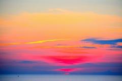 Kleurrijke zonsondergang over het overzees in Alghero Stock Foto