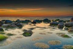 Kleurrijke zonsondergang over Oostzee Royalty-vrije Stock Afbeelding