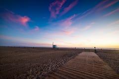 Kleurrijke zonsondergang in Santa Monica-strand royalty-vrije stock foto's