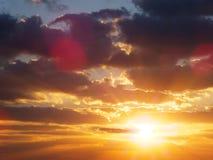 Kleurrijke Zonsonderganghemel over het dessert De samenstelling van de aard Royalty-vrije Stock Foto