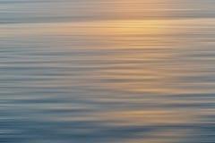 Kleurrijke zonsopgang met lang blootstellingseffect, horizontale motiebl royalty-vrije stock foto