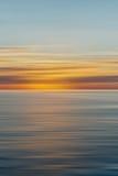 Kleurrijke zonsopgang met lang blootstellingseffect, horizontale motiebl stock foto's