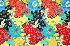 Kleurrijke Zuidoostaziatische de stoffentextuur van de stijlbatik Royalty-vrije Stock Afbeeldingen
