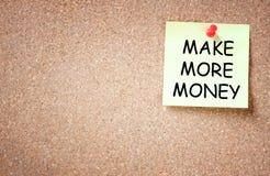 Kleverig met de uitdrukking maak meer die geld op het wordt geschreven Royalty-vrije Stock Afbeeldingen