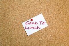 Kleverige Nota Gegaan naar Lunchconcept stock foto's