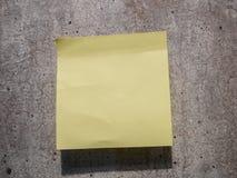 Kleverige nota over muur Stock Afbeelding