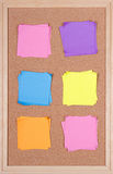Kleverige nota's over een prikbord Royalty-vrije Stock Foto's