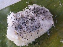 Kleverige rijst met kokosnoot, sesam en suiker Stock Afbeeldingen