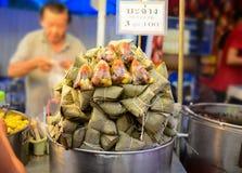 Kleverige rijstbol, Straatvoedsel Bangkok in Thailand royalty-vrije stock afbeeldingen