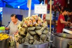 Kleverige rijstbol, Straatvoedsel Bangkok in Thailand stock afbeeldingen