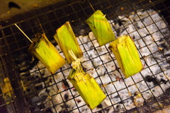 Kleverige rijstgrill in markt Thailand Royalty-vrije Stock Afbeeldingen