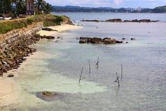 Klibba ut ur vattnet klibbar fiskare, det Galle fortet Royaltyfri Fotografi