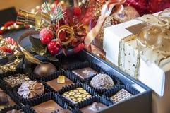 klibbar kanelbruna ingredienser för jul andra kryddor söt vanilj Arkivfoton