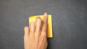 Klibbig anmärkning på svart tavla lager videofilmer