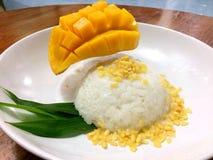 Klibbig mango för ris Royaltyfri Foto