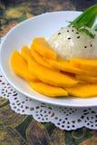 klibbig mangorice thai efterrätt Royaltyfri Bild