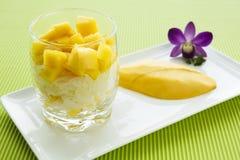 Klibbiga ris för mango Royaltyfria Foton