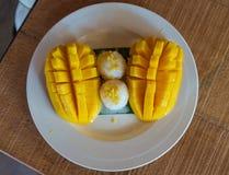 Klibbiga ris för thailändsk mango Fotografering för Bildbyråer