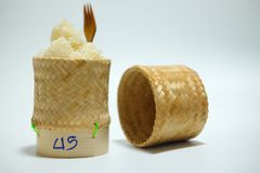 Klibbiga ris i klibbiga ris boxas handgjort vid bambu Royaltyfri Foto