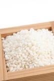 Klibbiga ris i japansk skullkopp kallade Masu Royaltyfri Fotografi