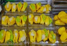 Klibbiga ris med jackfruiten arkivbilder