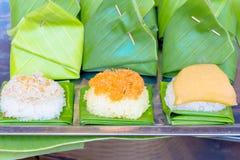 Klibbiga ris med vaniljsås Arkivfoto