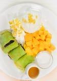 Klibbiga ris och mango Arkivbild