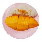 Klibbiga ris och mogen mango royaltyfria bilder