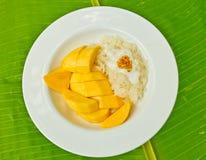 Klibbiga ris och söt mango Royaltyfria Foton