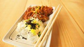 Klibbiga ris och stekt kyckling Arkivbilder