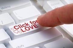 Klick för FÖRÄLSKELSEknapp på sökande för datummärkning för datortangentbord online- royaltyfria foton