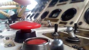 Klicken Sie an den großen roten Knopf stock footage