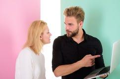Klient i projektant dyskutuje projekt Projekta i visualisation pojęcie nowoczesne projektu Klient satysfakcjonujący z projektem zdjęcie stock