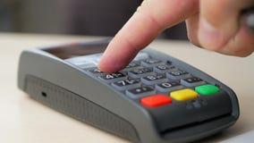 Klient płaci z NFC technologią zdjęcie wideo