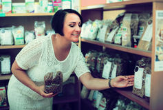 Klient z makaronów produktami Zdjęcie Stock