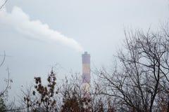 Klima, Industrie und Natur lizenzfreie stockfotografie
