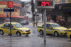 Klima: Sommer-Regen in Rio de Janeiro Lizenzfreie Stockfotos