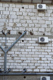 Klimaanlage und Abwasser auf der Wand Lizenzfreie Stockfotografie
