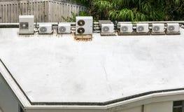 Klimaanlagen auf Dach Lizenzfreies Stockbild