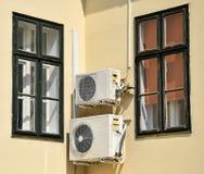 Klimaanlagen auf der Wand Lizenzfreie Stockfotografie