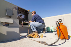 Klimaanlagen-Reparatur Stockfoto