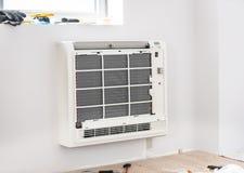 Klimaanlagen-Techniker- und a-Teil des Vorbereitens Lizenzfreie Stockfotografie