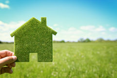 Klimahintergrund des grünen Öko-Hauses Stockfotografie